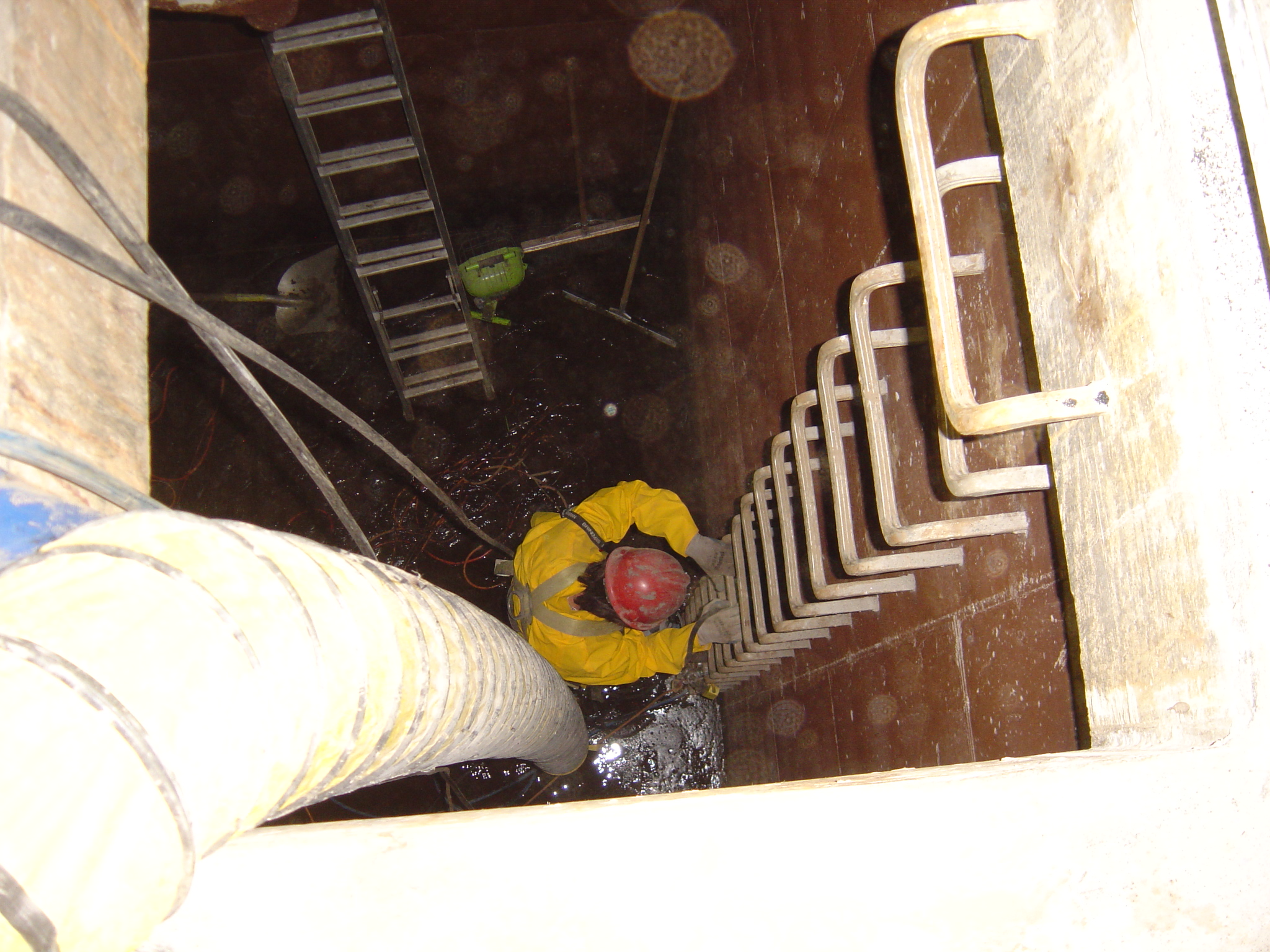 Water Tank Confined Space : Pressure washing a confined space underground tank video