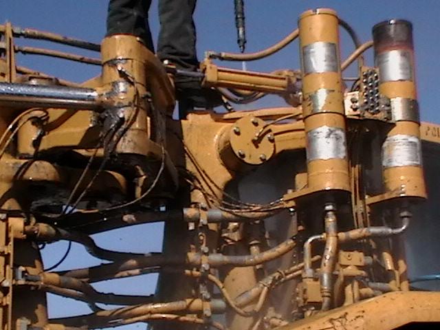 Pressure Washing Equipment : Pressure washing heavy construction equipment
